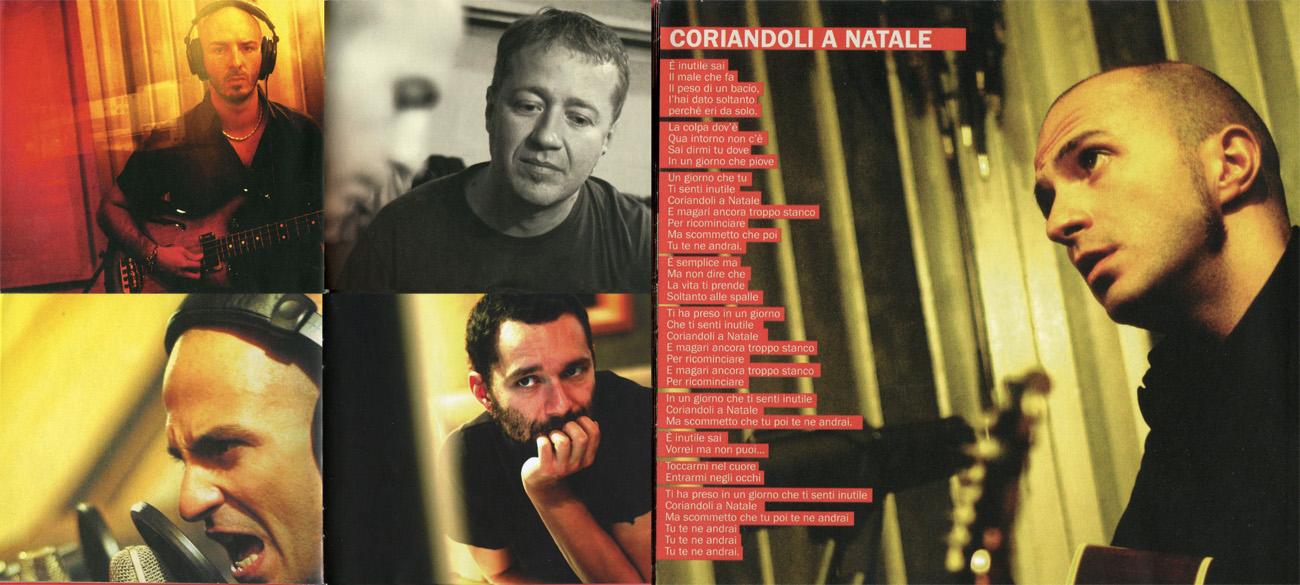 """Fotografie di backstage nel libretto del Cd """"Terrestre live e varie altre disfunzioni"""" dei Subsonica"""